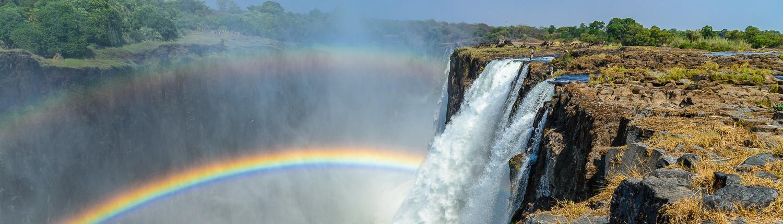 L'arcobaleno doppio delle cascate Vittoria in Zambia