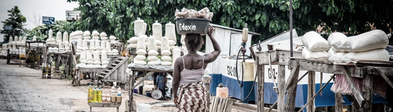 mercato lungo la strada in Benin