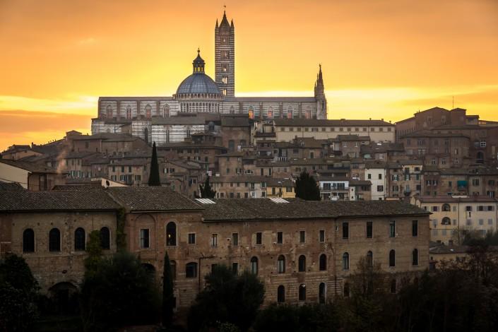 Alba a Siena sopra la cattedrale