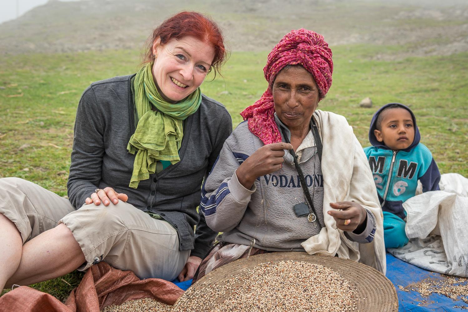 Catherina zu Gast bei einer Baeuerin in Aethiopien