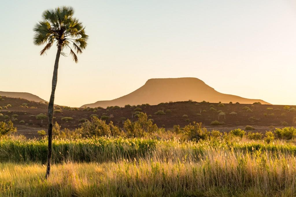 tramonto nel damaraland vicino a palmwag