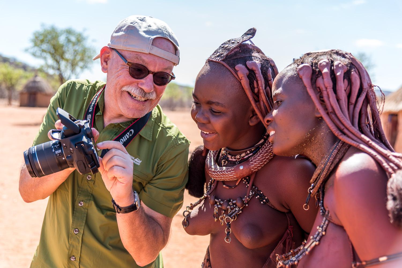 viaggio fotografico: incontro con donne Himba in un loro villaggio