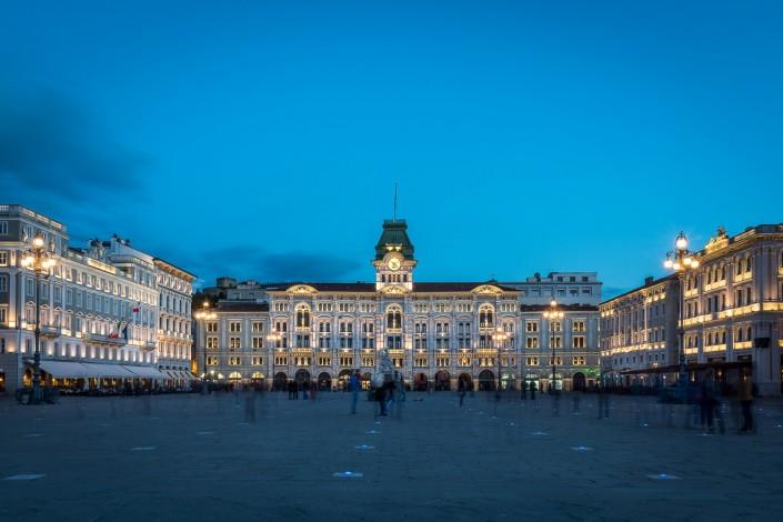 Trieste, piazza unità Italia durante l'ora blu