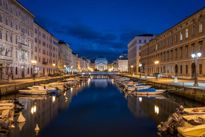fotografia ora blu a Trieste