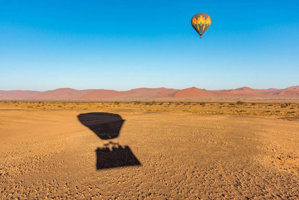 In mongolfiera sopra le dune in Namibia