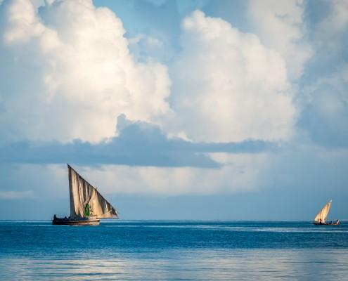 Barche tradizionali dei pescatori al largo di Zanzibar