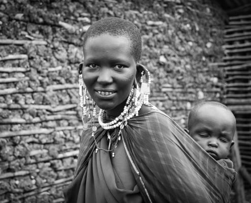 viaggio fotografico, donna massai con bambino, Tanzania
