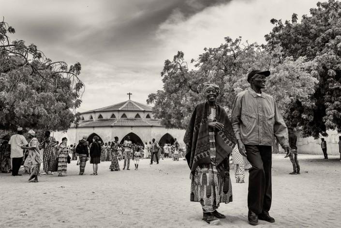 Senegal, all'uscita della messa di Mar Lodj, coppia anziana