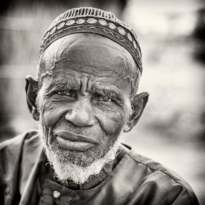 Senegal, bianco e nero, ritratto di un uomo Peulh