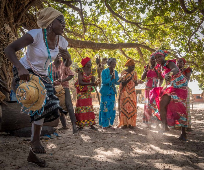 Tanzende Frauen in der Casamance