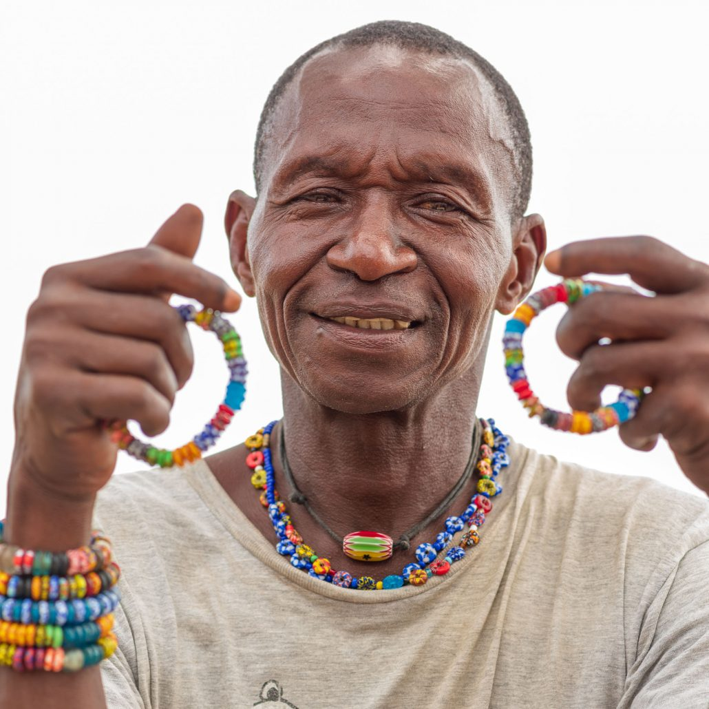 The artisan of the glass beads
