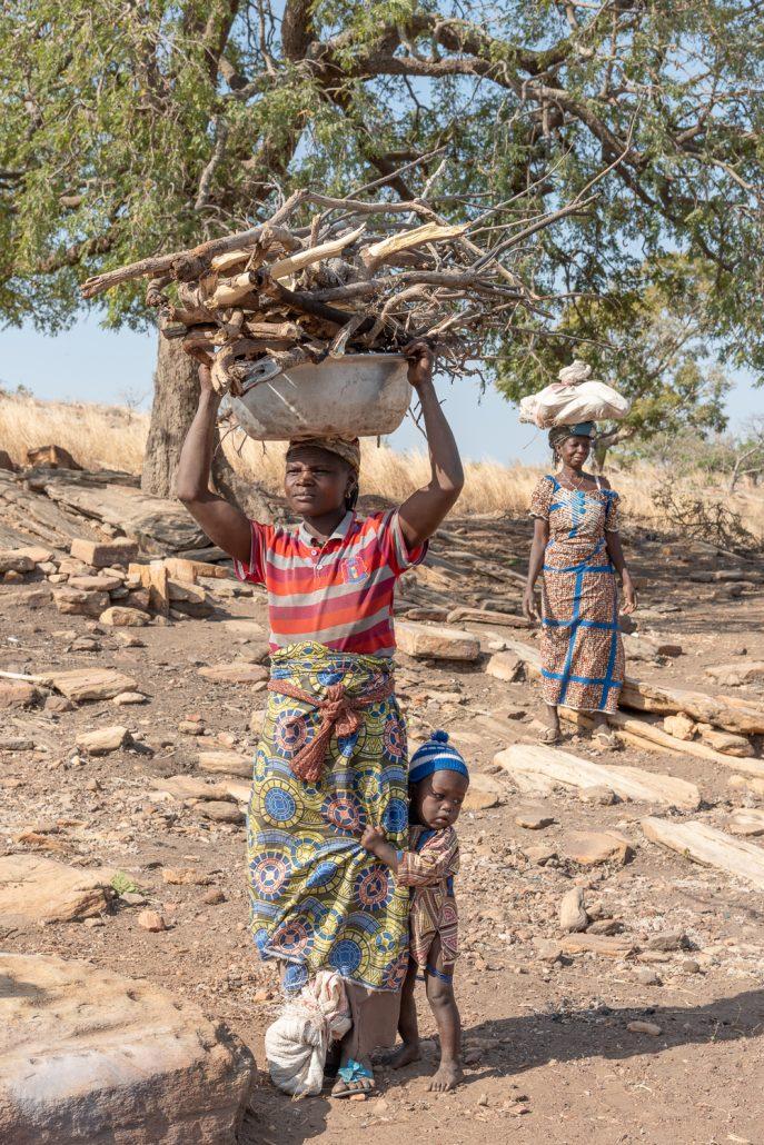 women carrying wood in benin, taneka villages