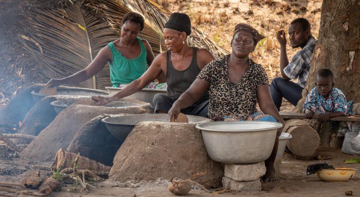 Women drying kassawa